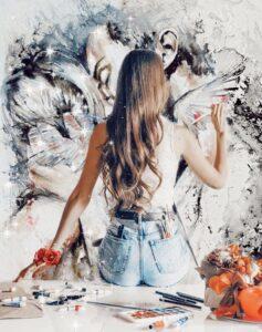 Симпатичная девушка любит рисовать, цветы, кино.